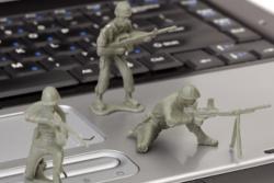 NATO: bombe in risposta a un cyber attacco