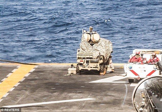 Il buggy sul ponte della USS Boxer (© Reuters)
